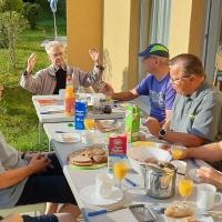 Die Septembersonne lacht und macht zusammen mit einem schönen Frühstück Lust zum Wandern und Klettern. © Pfr. Ralph Kochinka