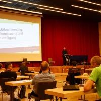 Generalvikar Andreas Kutschke konnte rund 40 Teilnehmerinnen und Teilnehmer zur Auftaktveranstaltung in Chemnitz begrüßen. © Michael Baudisch