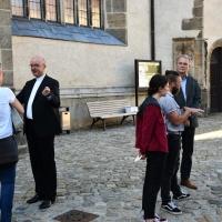 Nach dem Gottesdienst nutzten viele Gäste die Gelegenheit zur Begegnung mit den Bischöfen.