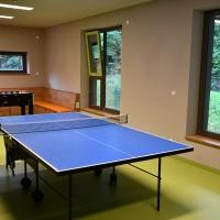 Tischkicker und Tischtennis-Platte garantieren unterhaltsame Freizeit-Pausen.