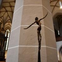 Werke des Recklinghausener Künstlers Ludger Hinse schmückten das Kirchenschiff des Bautzener St. Petri-Doms. © Michael Baudisch