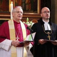 Beide Bischöfe berichteten von ihrer eigenen persönlichen Beziehung zur Taufe. © Andreas Golinski