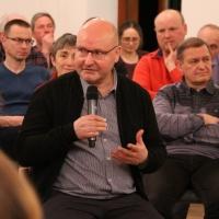 Auch Gäste aus dem Publikum beteiligten sich ander Diskussion. Hier: Pfarrer Stephan Löwe aus Meißen. © Andreas Golinski